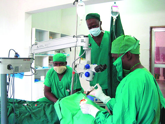 Boké, opération de la cataracte en bloc chirurgical