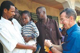 Première mission de stratégies avancées : visite d'une équipe d'ophtalmologues dans les villages retirés